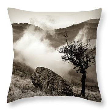 Early Mist, Nant Gwynant Throw Pillow