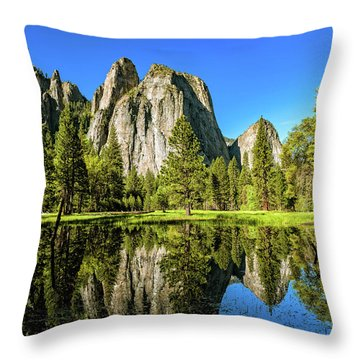Early Morning View At Cathedral Rocks Vista Throw Pillow