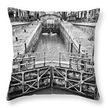 Ecluse Du Temple Throw Pillow