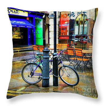 Throw Pillow featuring the photograph Ed's Easy Diner Bicycle by Craig J Satterlee