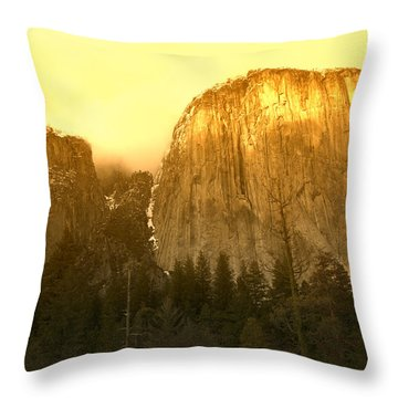 El Capitan Yosemite Valley Throw Pillow