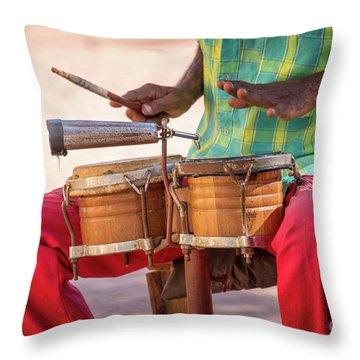 El Son De Cuba Throw Pillow