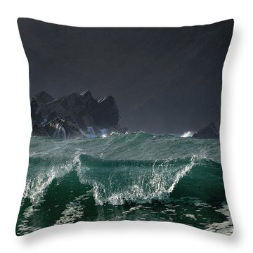 Emerald Wave At Clogher Throw Pillow