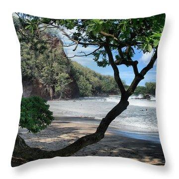 Enchanted Rocks Koki Beach Haneoo Hana Maui Hawaii Throw Pillow