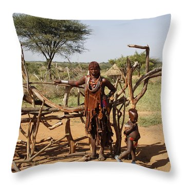 Ethiopia-south Mother And Baby No.2 Throw Pillow