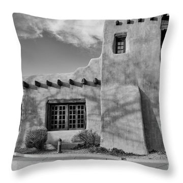 Facade Of New Mexico Museum Of Art In Black And White - Santa Fe New Mexico Throw Pillow