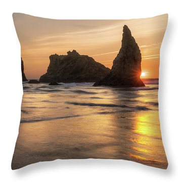 Face Rock Sunset Throw Pillow