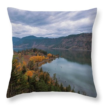 Fall Color At Ruthton Point In Hood River Oregon Throw Pillow
