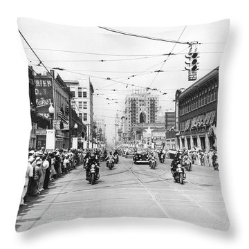 Fdr Arrives In Dallas Throw Pillow