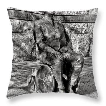 Fdr Memorial Sculpture In Wheelchair Throw Pillow