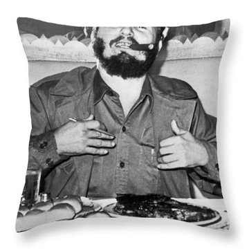Fidel Castro In New York Throw Pillow