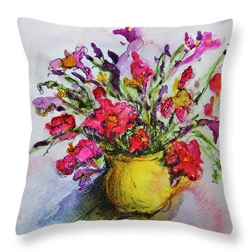 Floral Still Life 05 Throw Pillow by Linde Townsend