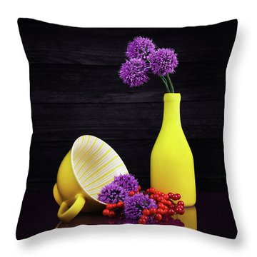 Flowering Onion With Yellow Throw Pillow