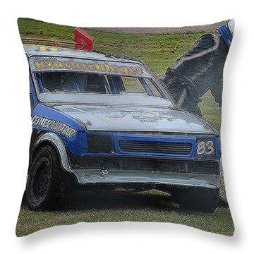 Flucht Throw Pillow