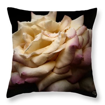 For Rose Lovers Throw Pillow