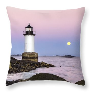 Fort Pickering Lighthouse, Harvest Supermoon, Salem, Ma Throw Pillow