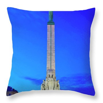 Throw Pillow featuring the photograph Freedom Monument by Fabrizio Troiani