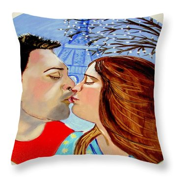 French Kissing At The Eiffel Tower Throw Pillow