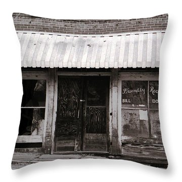 Friendly Recreation- Utica Mississippi Throw Pillow