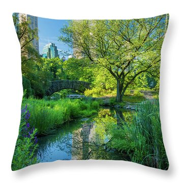 Gapstow Bridge Throw Pillow