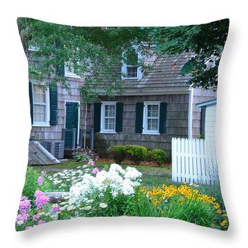 Gardens At The Burton-ingram House - Lewes Delaware Throw Pillow