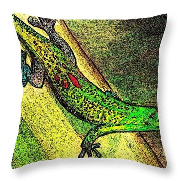 Gecko On The Green Throw Pillow