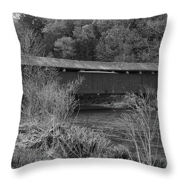 Geiger Covered Bridge B/w Throw Pillow
