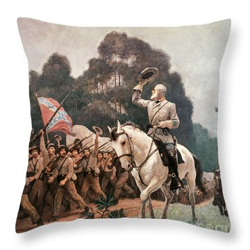 General Robert Lee Saluting The Troops Heading To The Front Throw Pillow