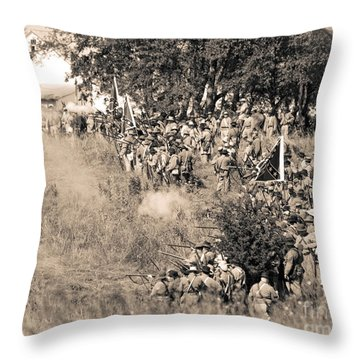 Gettysburg Confederate Infantry 8825s Throw Pillow