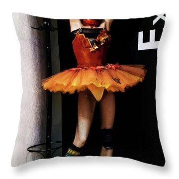 Girl_07 Throw Pillow