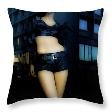 Girl_08 Throw Pillow