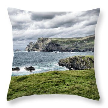 Throw Pillow featuring the photograph Glencolmcille by Alan Toepfer