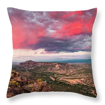 Glorious View Of Rio Grande, Sangre De Cristo And Black Mesa From White Rock Overlook - New Mexico Throw Pillow