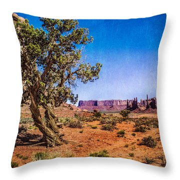 Gnarled Utah Juniper At Monument Vally Throw Pillow