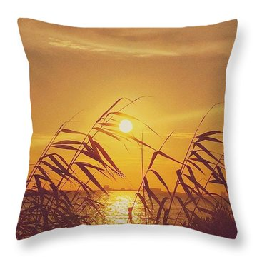 Golden #sunset #enlight #msgulfcoast Throw Pillow
