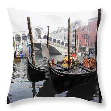 Gondole A Rialto 6948 Throw Pillow