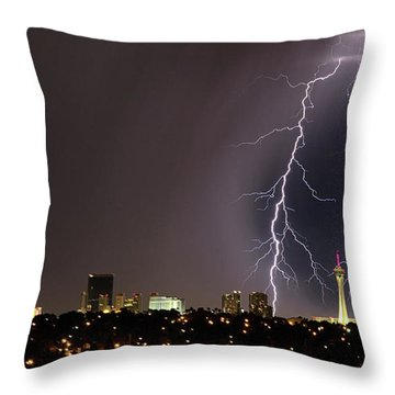 Good Night Everybody Throw Pillow