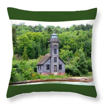 Throw Pillow featuring the photograph Grand Island East Channel Lighthouse #6549 by Mark J Seefeldt