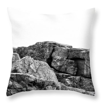 Granite Cliffs At Thunder Hole - Acadia - Maine Throw Pillow