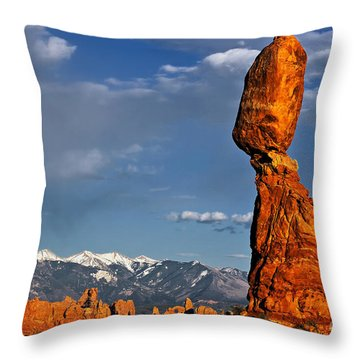 Gravity Defying Balanced Rock, Arches National Park, Utah Throw Pillow