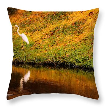 Great Egret At The Lake Throw Pillow