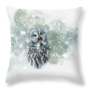 Great Grey Owl In Snowstorm Throw Pillow