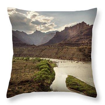 Green River, Utah Throw Pillow