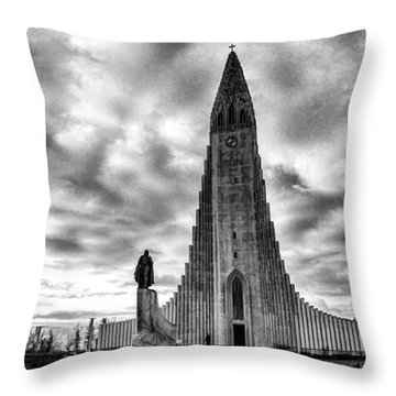 Hallgrims Kirkja Iceland Throw Pillow