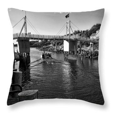 Heading To Sea - Perkins Cove - Maine Throw Pillow