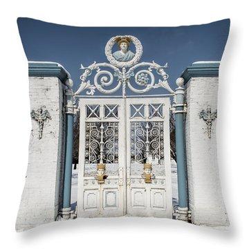 Helis Stock Farm Gate Throw Pillow