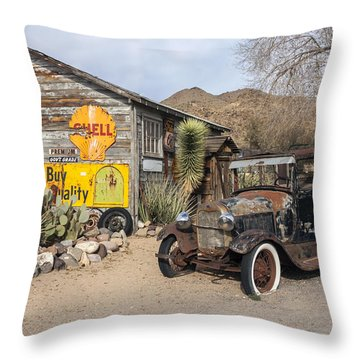 Historic Route 66 - Old Car And Shed Throw Pillow