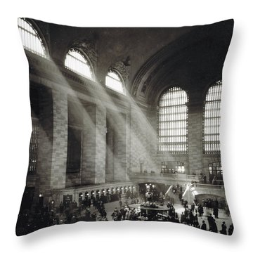 Holiday Crowd At Grand Central Terminal, New York City, Circa 1920 Throw Pillow