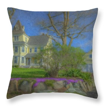House On Elm St., Easton, Ma Throw Pillow
