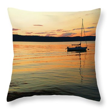 Hudson River From Irvington In Westchester County Throw Pillow